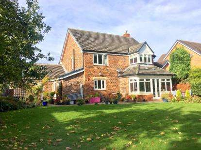 4 Bedrooms Detached House for sale in Neasham Court, Stokesley