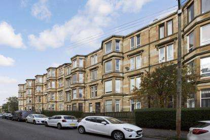 3 Bedrooms Flat for sale in Onslow Drive, Glasgow