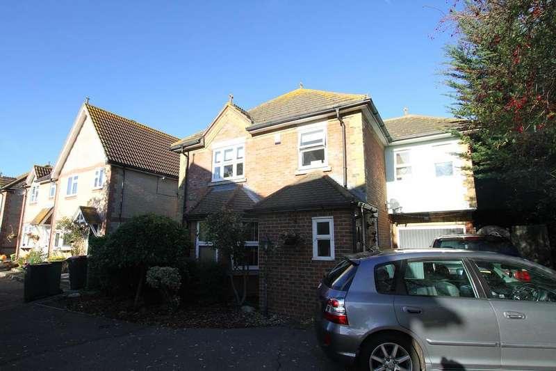4 Bedrooms Detached House for sale in Wheatfields, Stambridge, Rochford