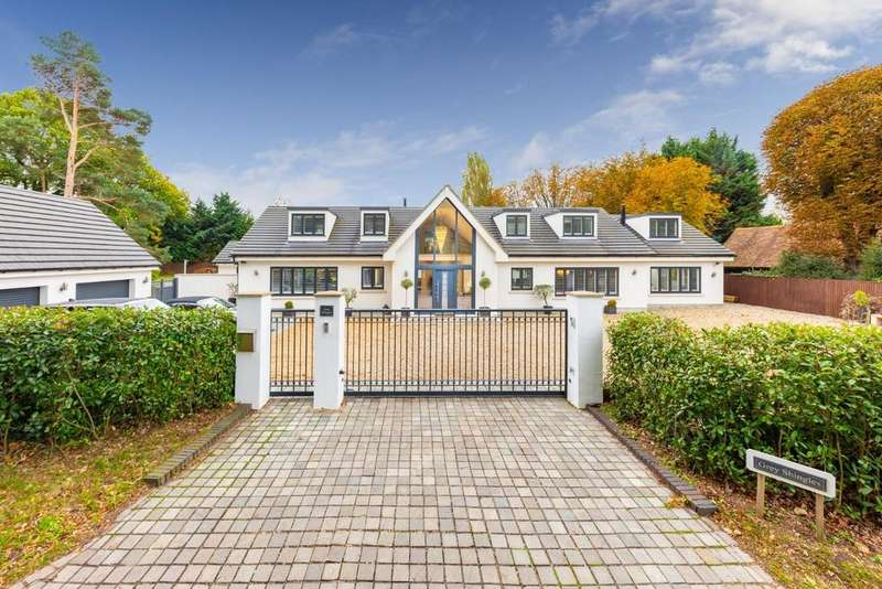 4 Bedrooms Detached House for sale in Grey Shingles, Pottersheath Road, Welwyn