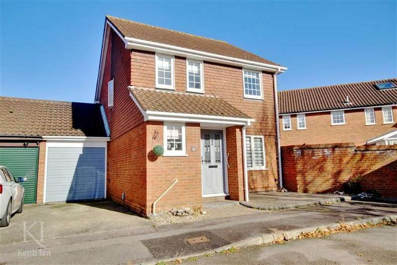 3 Bedrooms Detached House for sale in Hollyfields, Turnford