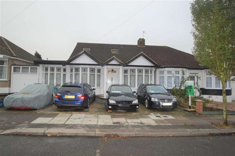 5 Bedrooms Bungalow for sale in Whitney Avenue, Ilford