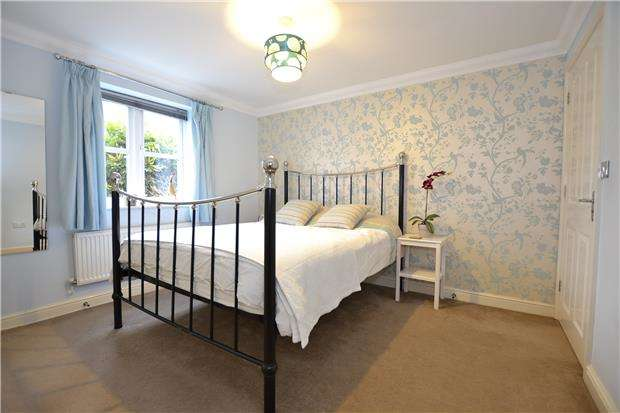 2 Bedrooms Flat for sale in Strathearn Drive, Bristol, BS10 6TJ