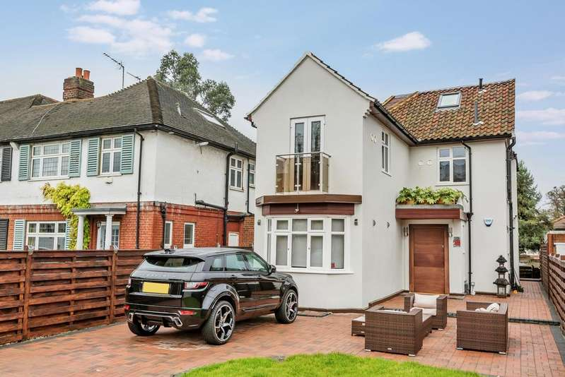 4 Bedrooms Detached House for sale in New Park Road London SW2