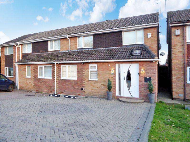 4 Bedrooms Semi Detached House for sale in Salters Way, Dunstable