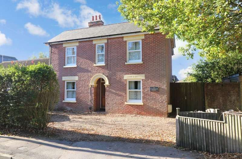 4 Bedrooms Detached House for sale in Winchester Street, Botley