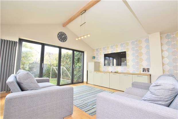 3 Bedrooms Link Detached House for sale in Sydenham Way, Hanham, BS15 3TG