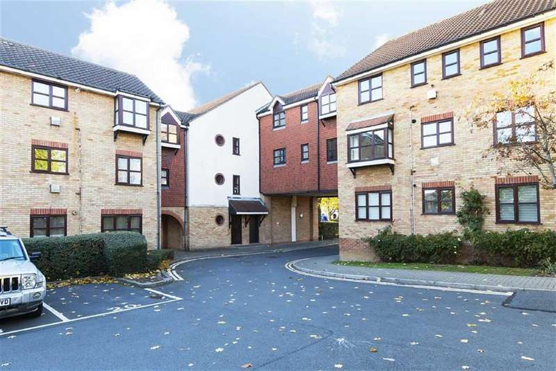 2 Bedrooms Flat for sale in Lea Court, The Ridgeway, Chingford