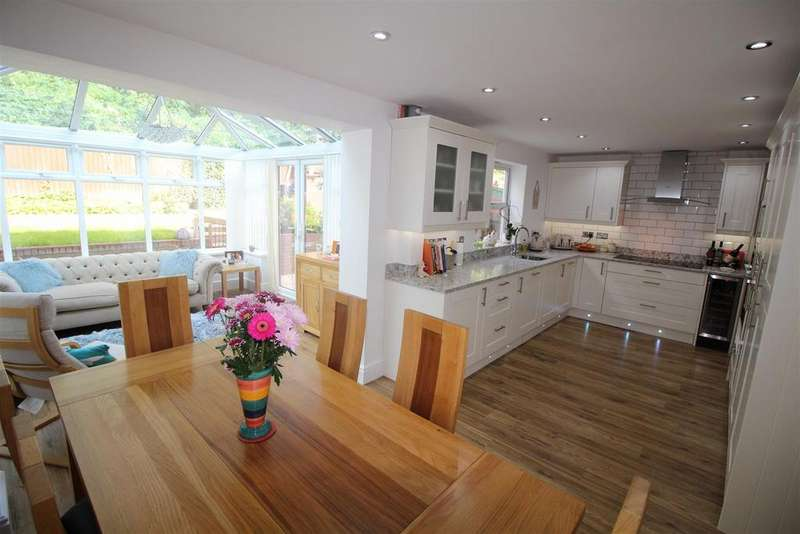 4 Bedrooms Detached House for sale in Cedar Wood Drive, Rogerstone, Newport
