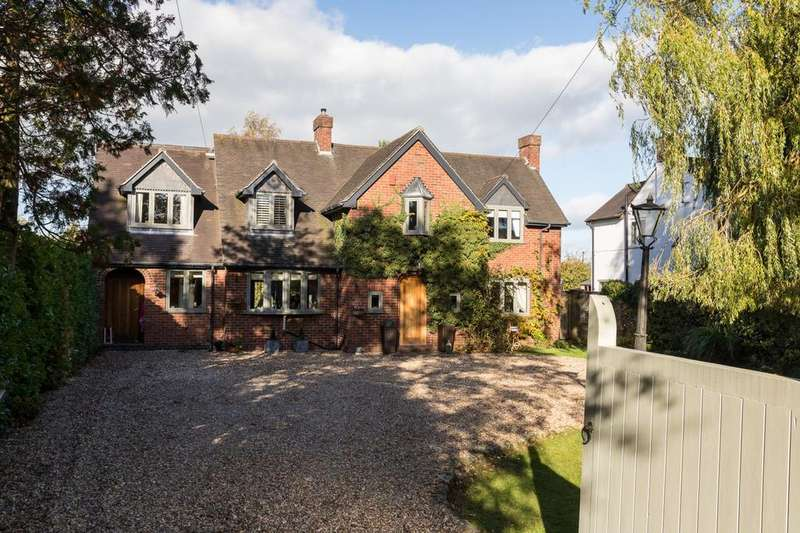 4 Bedrooms Detached House for sale in Leek Road, Congleton