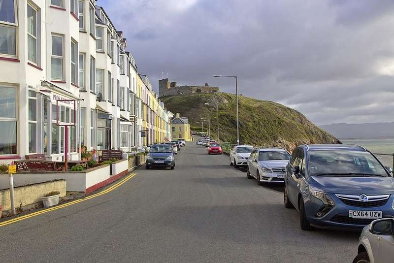 10 Bedrooms Terraced House for sale in Marine Terrace, Criccieth, North Wales