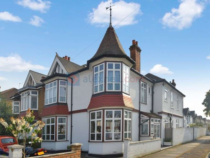 5 Bedrooms Terraced House for sale in Thornsbeach Road, Catford SE6