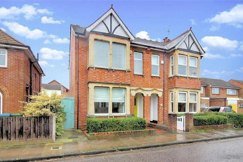 3 Bedrooms Semi Detached House for sale in Tindal Road, Aylesbury
