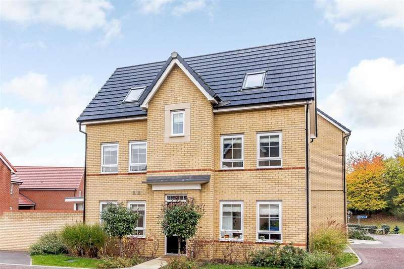 4 Bedrooms Detached House for sale in Broadhurst Place, Basildon