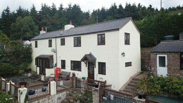 4 Bedrooms Detached House for sale in Blakeney Hill Road, Blakeney