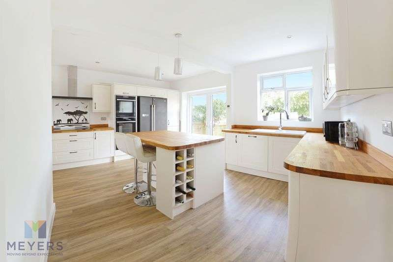 4 Bedrooms Property for sale in Exton Road, Bournemouth