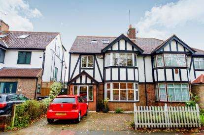 4 Bedrooms Semi Detached House for sale in Queen Elizabeth Drive, Southgate, London