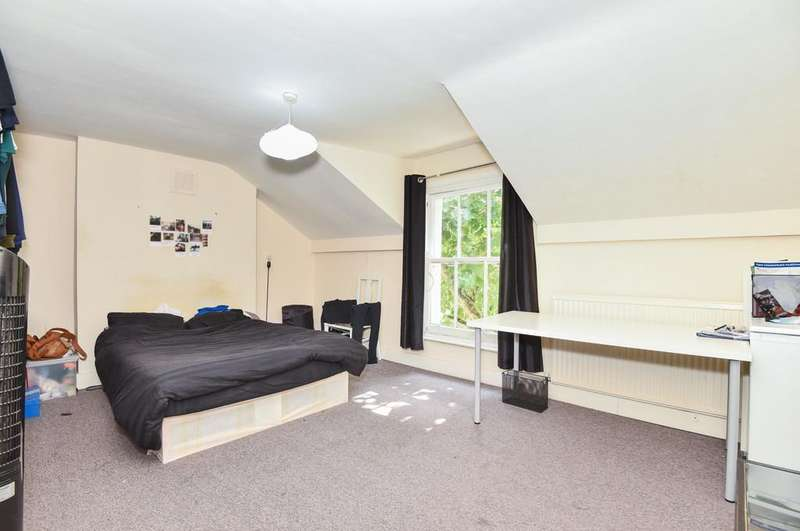 3 Bedrooms Flat for sale in Grosvenor Park, SE5