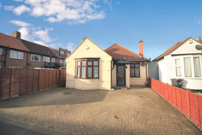 4 Bedrooms Detached Bungalow for sale in Connaught Avenue, Hounslow, TW4