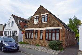 4 Bedrooms Bungalow for sale in Knowsley Road, East Cosham, Portsmouth, PO6 2PD