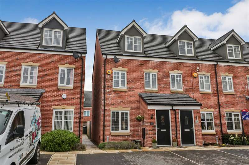 4 Bedrooms Mews House for sale in Wayfarers Way, Wardle, OL12 9EQ
