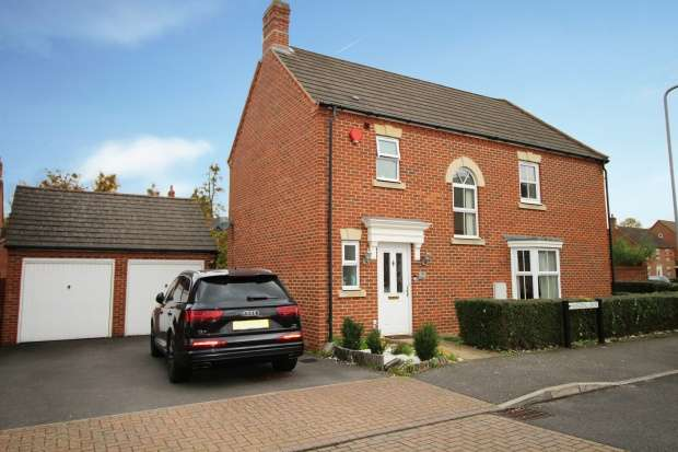 3 Bedrooms Semi Detached House for sale in Harding Spur, Slough, Berkshire, SL3 7GG