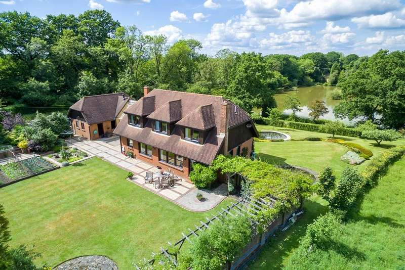 4 Bedrooms Detached House for sale in Newells Lane, Lower Beeding, Horsham, West Sussex