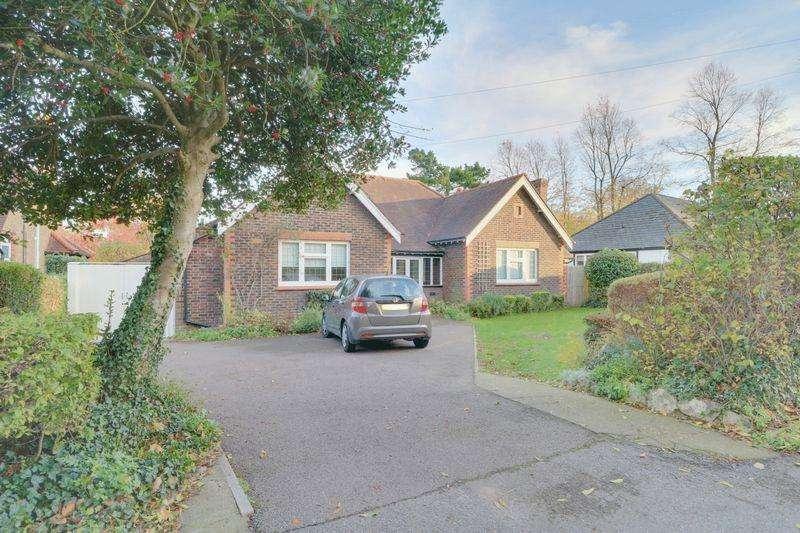 3 Bedrooms Detached Bungalow for sale in Sandy Lane South, Wallington