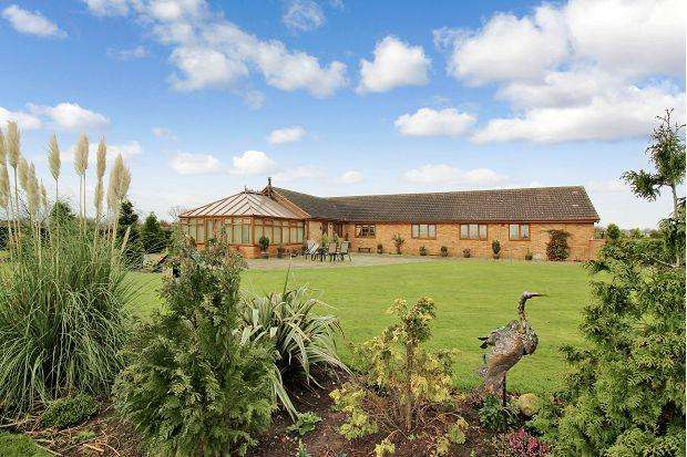 3 Bedrooms Detached Bungalow for sale in Crowtree Bank, Thorne, DN8 5TF
