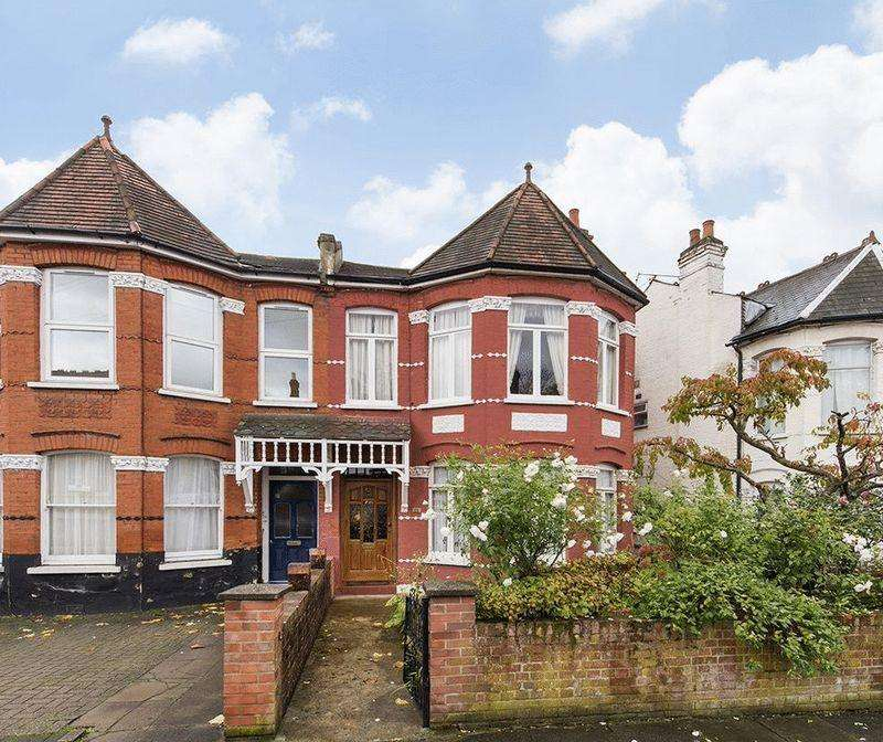 4 Bedrooms Semi Detached House for sale in Palmers Green, N13