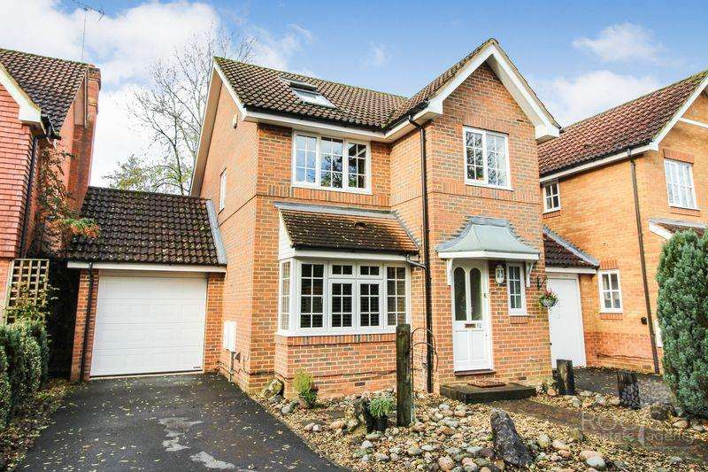 4 Bedrooms Detached House for sale in Two Rivers Way, Newbury