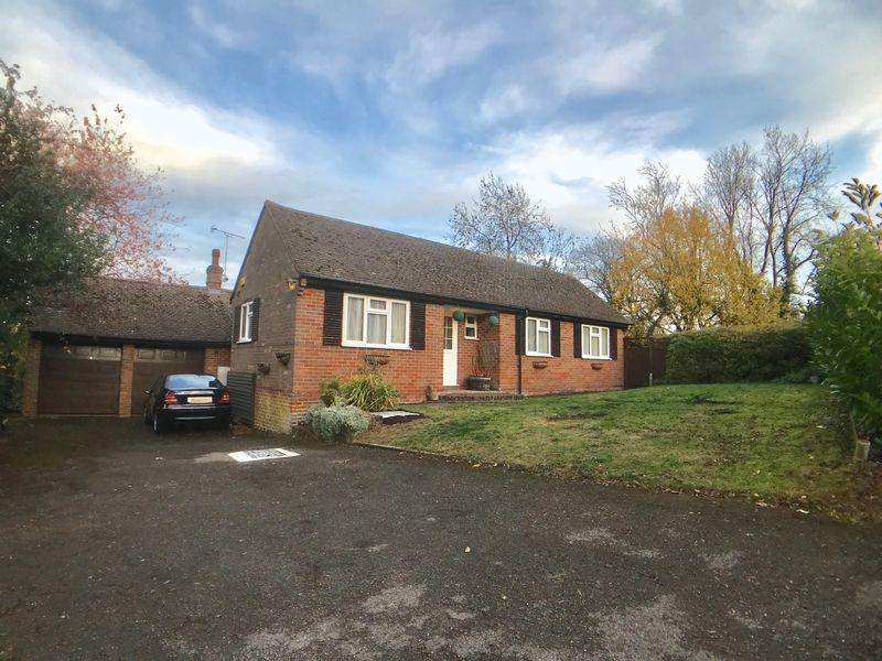 4 Bedrooms Detached Bungalow for sale in Water End Road, Beacons Bottom