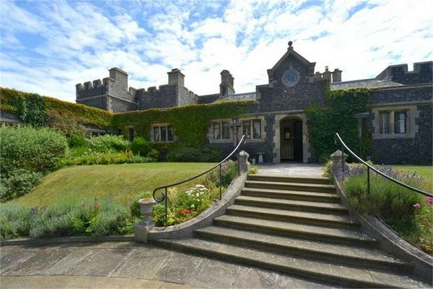 2 Bedrooms Flat for sale in Kingsgate Castle, Joss Gap Road, Broadstairs, Kent