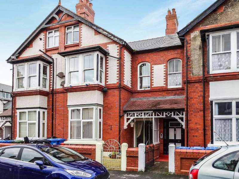 6 Bedrooms Terraced House for sale in Morlan Park, Rhyl