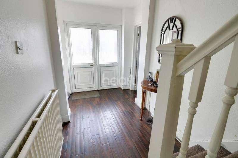 4 Bedrooms Semi Detached House for sale in Stradbroke Grove, Clayhall