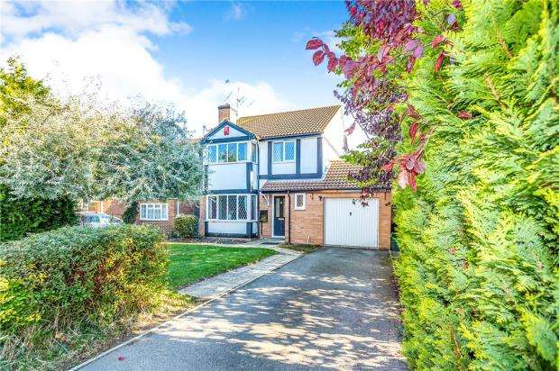 4 Bedrooms Detached House for sale in Wheeler Close, Burghfield Common, Reading