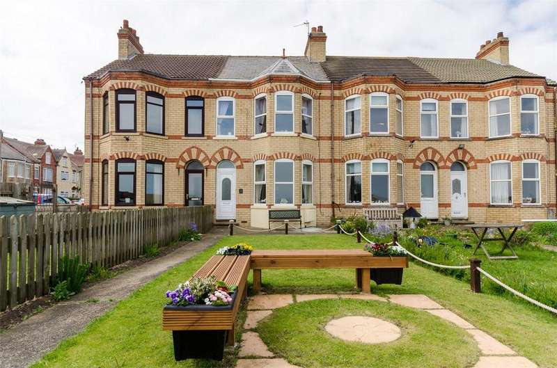 3 Bedrooms Terraced House for sale in South Promenade, WITHERNSEA, East Riding of Yorkshire