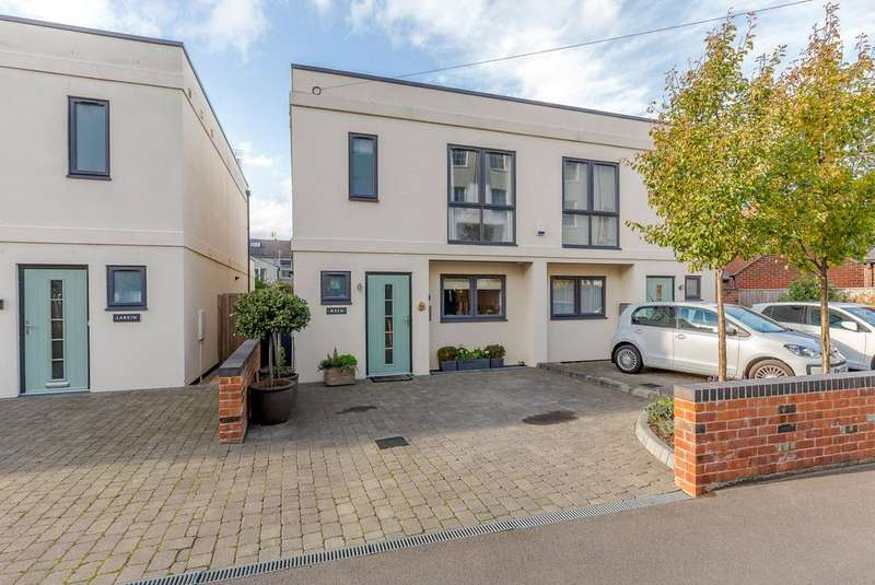3 Bedrooms Semi Detached House for sale in Wellesley Road, Cheltenham, Gloucestershire, GL50