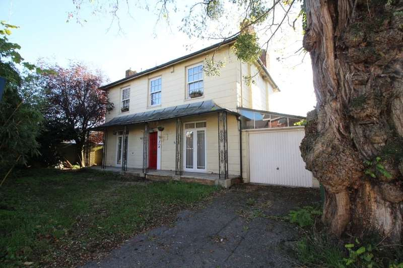 4 Bedrooms Detached House for sale in Winchester Road, Southampton, SO16