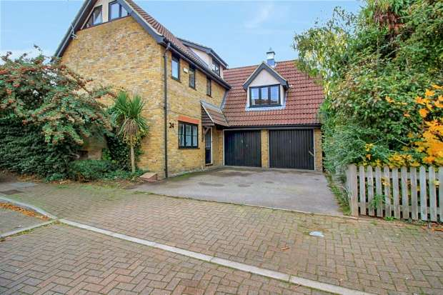 5 Bedrooms Detached House for sale in Juniper Drive, South Ockendon, Essex, RM15 6TW