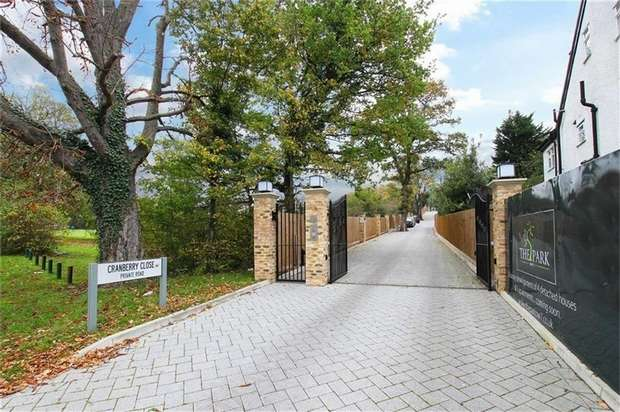 3 Bedrooms Flat for sale in Cranberry Close, The Park, Mill Hill, NW7