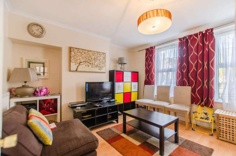 3 Bedrooms Terraced House for sale in Prince Henry Road, Charlton, SE7