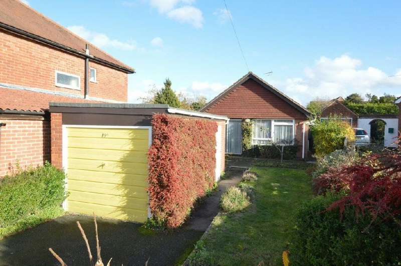 2 Bedrooms Detached Bungalow for sale in Orchard Avenue, Glen Parva, Leicester