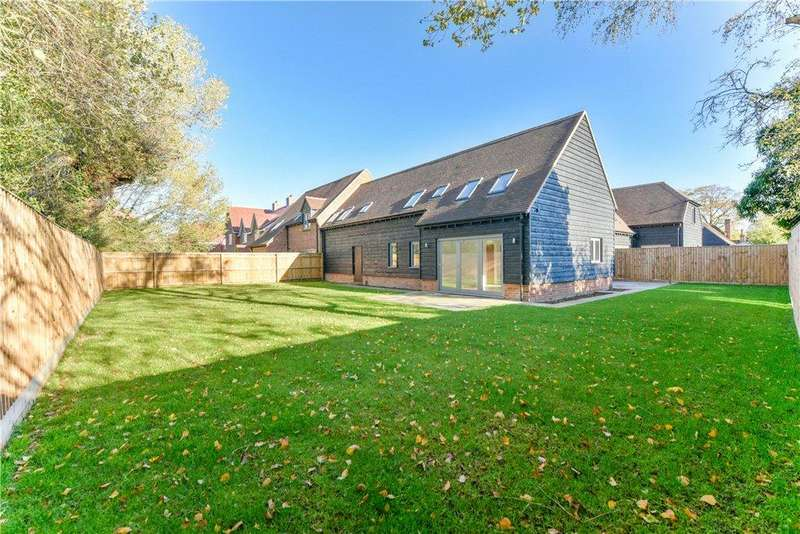 4 Bedrooms Terraced House for sale in Burwood Court, Brook End, Weston Turville, Buckinghamshire