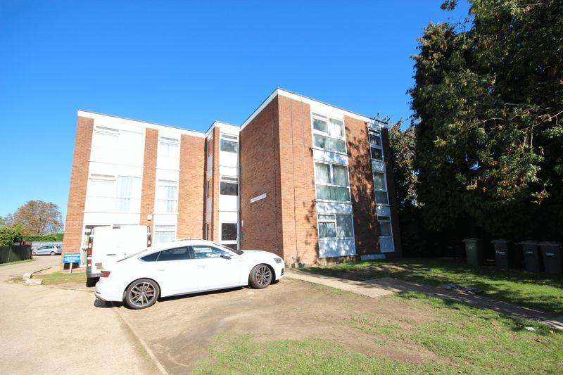 2 Bedrooms Apartment Flat for sale in Gainsborough Court, Luton
