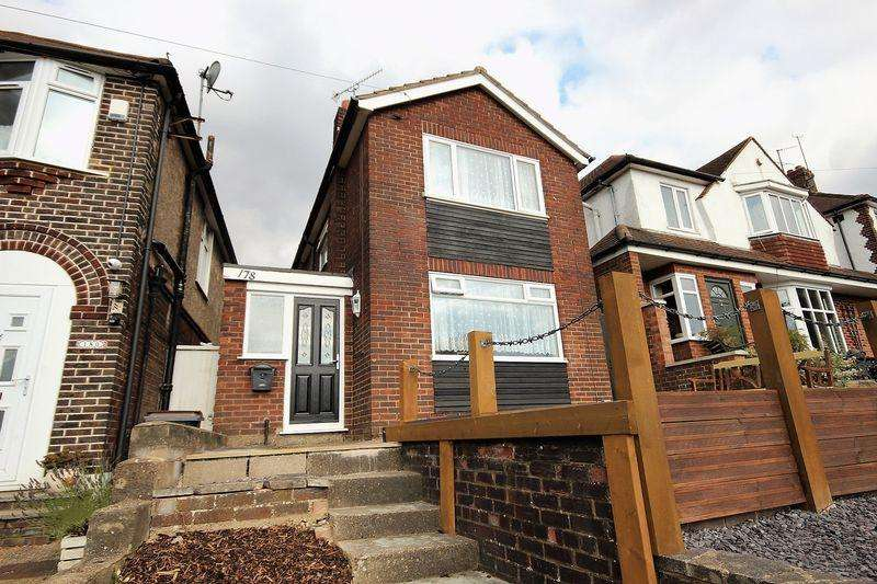 3 Bedrooms Detached House for sale in Stockingstone Road, Luton