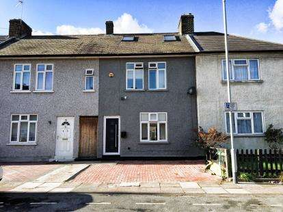 4 Bedrooms Terraced House for sale in Dagenham, Essex, United Kingdom