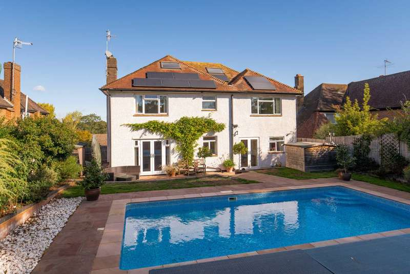 5 Bedrooms Detached House for sale in Upper Hall Park, Berkhamsted