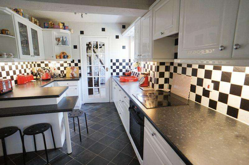 4 Bedrooms Semi Detached House for sale in Selbourne Road, Benfleet