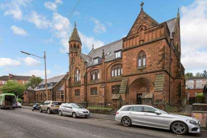 2 Bedrooms Flat for sale in Newlands Road, Glasgow